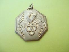 Médaille Pendentif/Sports/OMS/ Coq Et Anneaux OlympiquesVers 1960           SPO165 - Football