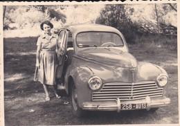 MINI PHOTO---Voiture 203 Peugeot Avec MADAME---voir 2 Scans - Photographie