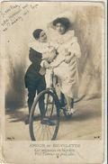 Photographie   -   AMOUR  Et  BICYCLETTE         % - Cartes Postales