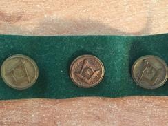 Francs Maçons Esotérisme Religion Croyance Pensées Camarades Compas Triangle Pyramide Lot De 3 Boutons En Laiton Vintage - Religion & Esotericism
