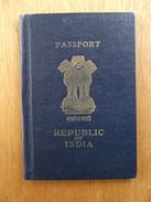 Passeport De L'Inde, Passport, Reisepass,  Circa 1975, Non Circulé. Tampon 'London' (port De Londres) India - Documents Historiques