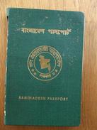 Passeport, Passport, Reisepass Bangladesh 1976 En Mauvais état. Bangladesh Passport 1976 In Poor Condition. - Documents Historiques