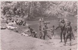 Afrique,africa,COTE D´IVOIRE,FRANCE COLONIE,ABIDJAN,riviere,laverie,metier,NU,CARTE PHOTO - Côte-d'Ivoire