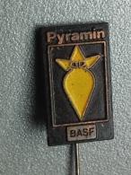 Z291 - PYRAMIN, BASF - Badges