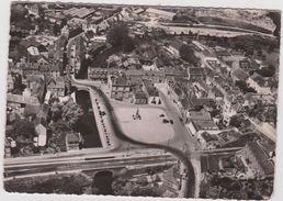Loire  Atlantique :  PONT  CHATEAU  : Place  Du  Monument  Aux  Morts Et  Mairie - Pontchâteau