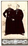 Photo Ancienne Cartonnée Type CDV D'un Groupe De 2 Prêtres Ou éclésiastiques - Fotos