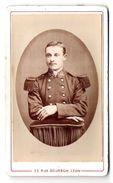 Photo Ancienne Cartonnée Type CDV D'un Militaire  Du 140 ème Avec Ses Belles épaulettes Et Sa Fine Moustache - Krieg, Militär