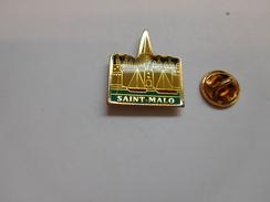 Ville De Saint Malo , Remparts , Ille Et Vilaine - Villes