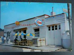 VIEUX-RENG:AU CAFE TABACS BRUNOT-BUVEZ UNE BONNE BIERE BOUCHART-ANIMEE +STATION ESSENCE ESSO - France