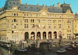 Paris 75008 Très Animée La Gare St-Lazare Voitures Bus Autobus - Metro, Estaciones