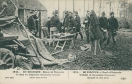BE DIXMUDE / Soldats Du Régiment Des Guides Campés Dans Une Ferme / - Diksmuide