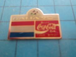 Pin813c Pin's Pins / COCA-COLA  FOOTBALL COUPE DU MONDE 1990 ITALIE DRAPEAU HOLLANDE  Rare Et De Belle Qualité !!! - Coca-Cola