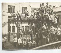 Photographie Militaire Gymnastique épreuve Dans Caserne Photo 10,3 X 13 Cm - War, Military