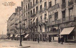 V11175 Cpa 44 Nantes - Place De La Bourse, Rue De La Fosse - Nantes