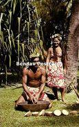 French Polynesia, TAHITI, Native Man Rasping Cocos (1960s) - Tahiti