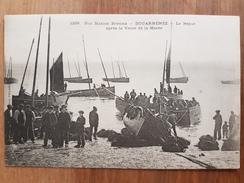 Douarnenez.le Repos Après La Vente De La Marée.pêcheurs.édition Villard 1228 - Douarnenez
