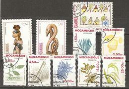 Mozambique - 1979/81 - Petit Lot De 10 Timbres° - Sculptures - Agriculture - Vrac (max 999 Timbres)