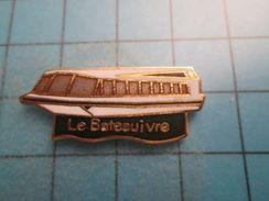 Sp03 Pin's Pins / LE BATEAU IVRE PENICHE BAR RESTAURANT (salut Gégé) ;   Belle Qualité !!!   Marquage Au Dos : ---- - Boats