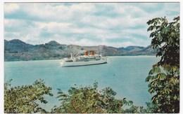"""CPSM PANAMA FF-145 """"Pasando Por La Laguna De Miraflores, Canal De Panama"""" - Panama"""