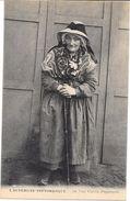 L'AUVERGNE PITTORESQUE  -  Une Vieille Paysanne - LYO86 - - Auvergne