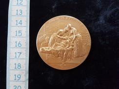 Belle Medaille, Argent Vermeil, Union Des Femmes De France , Croix Rouge Francaise, 1902 - Monarchia / Nobiltà