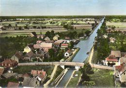 CPSM Dentelée - SUNDHOUSE (67) - Vue Aérienne Du Village Et Du Pont Du Canal Dans Les Années 60 - France