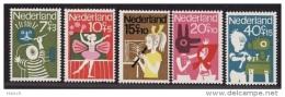 NVPH  830-834 Ongebruikt Met Plakker - Neufs