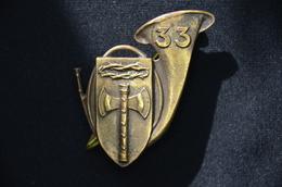 Insigne Du 33 ème Bataillon De Chasseurs à Pied. (RARE.) - Hueste