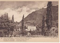 POSTAL DE ANDORRA DE ESTUDI DE L'EMISORA RADIO ANDORRA (VALENTI CLAVEROL) - Andorra