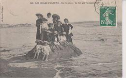 D85 - LES SABLES D'OLONNE - SUR LA PLAGE - UN ILOT QUI VA DISPARAITRE - (ENFANTS SUR L'ILOT) - Sables D'Olonne