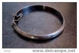 Petit Bracelet Rond Ancien Et Poinçonné / Small Hallmarked Old Silver Bracelet - Bracelets