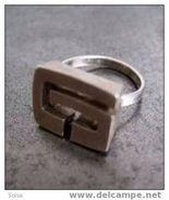 Bague G Des Années 60 En Argent Massif / G Silver Ring From The 60´s - Bagues