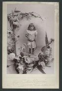 Photo Rigaud (Genève) D'un Enfant Avec Un Cheval Jouet :Format 16cm  X 10cm - War, Military