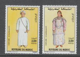 PAIRE NEUVE DU MAROC - COSTUMES TRADITIONNELS MASCULIN ET FEMININ DE OUARZAZATE N° Y&T 1104/1105 - Costumes