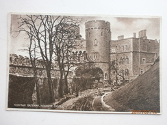 Postcard The Norman Gateway Windsor Castle  My Ref  B11474 - Windsor Castle