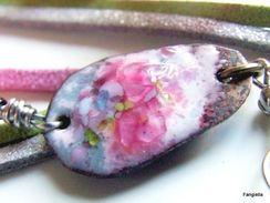 Boucles D'oreilles émaux Sur Cuivre Rose Multicolore Suédine Fleur Perles Africaines  Légères Et Délicates, Elles Sauron - Earrings