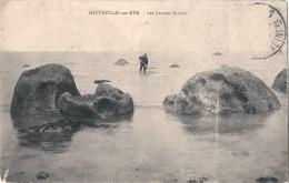 +---- 76 -----  SOTTEVILLE  Sur MER  Les Grosses Roches - Pêcheur à Pied - Timbre Décollé - Sotteville Les Rouen