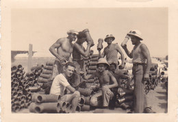 CARD PHOTO Cm.9x6  AFRICA ORIENTALE ITALIANA MILITARI ?CASCO COLONIALE PORTANO TUBI  -RACCORDI-2-0882-27445 - Guerre 1939-45