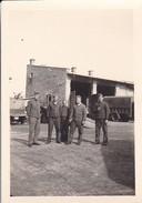 Foto Deutsche Soldaten - Bialystok - Russland Polen - Werkhof Monteure - August 1941 - 8*5cm (29604) - Guerre, Militaire