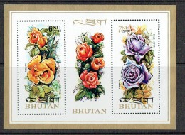 1973  Roses  Bloc Feuillet ** MNH - Bhoutan