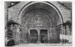 BEAULIEU SUR DORDOGNE - N° 5 - PORTAIL DE L' EGLISE AVEC PERSONNAGE - CPA VOYAGEE - Francia