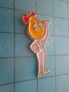 Pin813e Pin's Pins /  CARBURANTS /  Mme GOUTTE D'HUILE ESSO Rare Et De Belle Qualité !!! - Carburants
