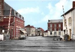 08 - ARDENNES - Cpsm Cpm / Lucquy - 08050 - Place De La Gare - Otros Municipios