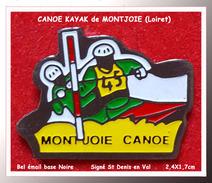 SUPERBE PIN´S CANOE-KAYAK : Site De MONTJOIE En Loiret, émail Base Noire, Signé St Denis En Val, 2,4X1,7cm - Canoeing, Kayak