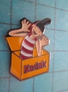 Pin813f Pin's Pins / PHOTOGRAPHIE : KODAK VOLEUR DE COULEURS  Rare Et De Belle Qualité !! - Photography