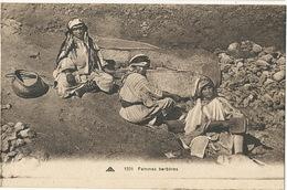 Femmes Berberes Moulant Du Grain  Maroc - Craft