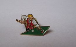Pin's Joueur De Billard - Billiards