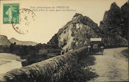 CPA.- FRANCE - Vallon-Pont-d'Arc Est Situé Dans Le Dép. De L'Ardèche - Vers Le Pont D'Arc La Route Dans Les Rochers -TBE - Vallon Pont D'Arc