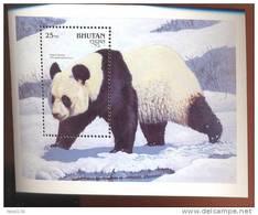 MINT NEVER HINGED SOUVENIR SHEET OF ANIMALS  ; GIANT PANDA ( BHUTAN   936 - Non Classés