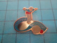 Pin813f Pin's Pins / SPORTS ; CLUB PETANQUE TINCHEBRAY ORNE  Rare Et De Belle Qualité !! - Boule/Pétanque